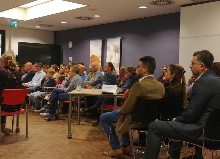 2100 handtekeningen tegen watervilla's op Lentse Plas