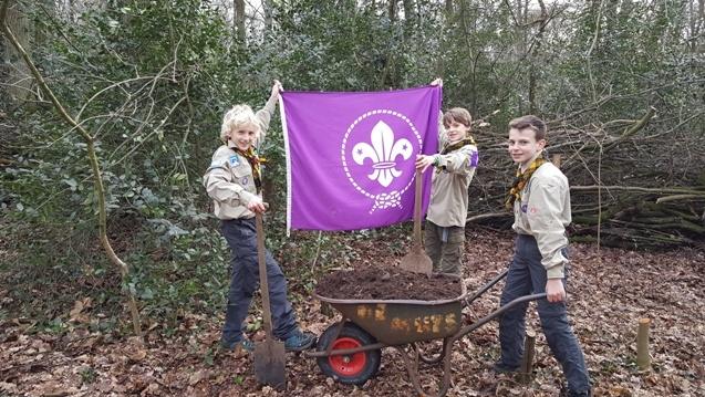 Scouts bezorgen mest aan huis